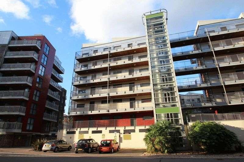 2 Bedrooms Flat for sale in Geoffrey Watling Way, Norwich