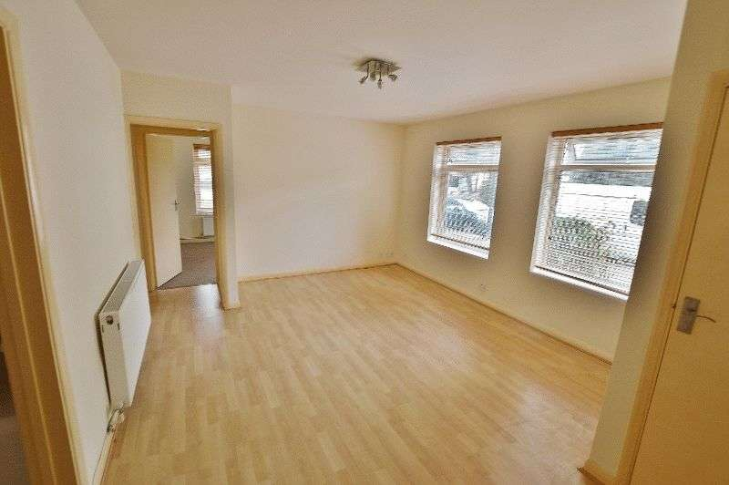 2 Bedrooms Flat for sale in Cornwall Road, Hatch End