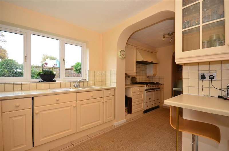 5 Bedrooms End Of Terrace House for sale in Douglas Mews, Banstead, Surrey