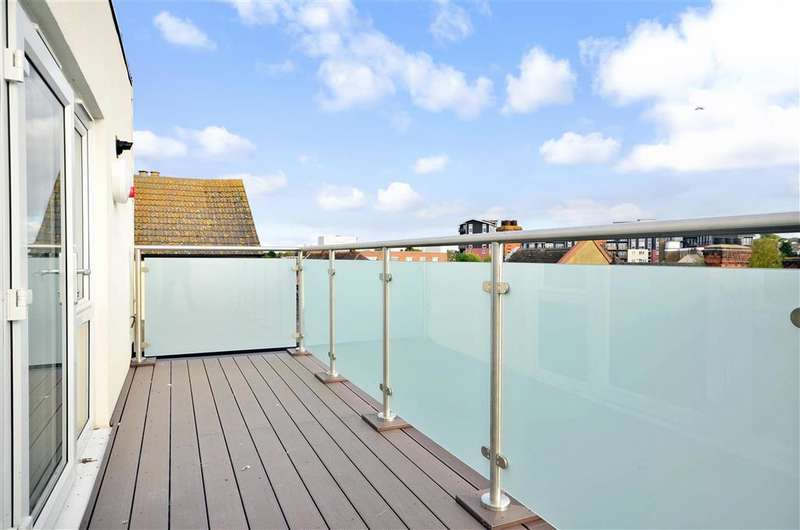 1 Bedroom Apartment Flat for sale in Broadway House, Wickford, Essex