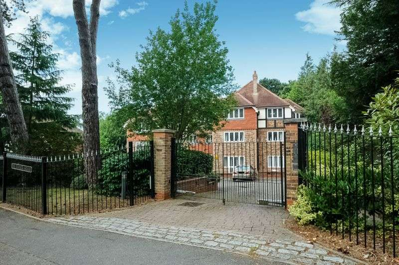 2 Bedrooms Flat for sale in The Manor House, Eastbury Avenue, Northwood