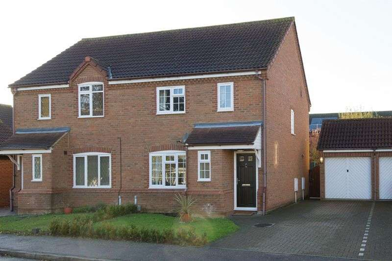 3 Bedrooms Semi Detached House for sale in Blackwood Road, Eaton Socon, St. Neots