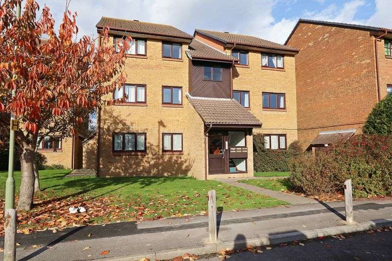 2 Bedrooms Flat for sale in Celandine Avenue, Locks Heath
