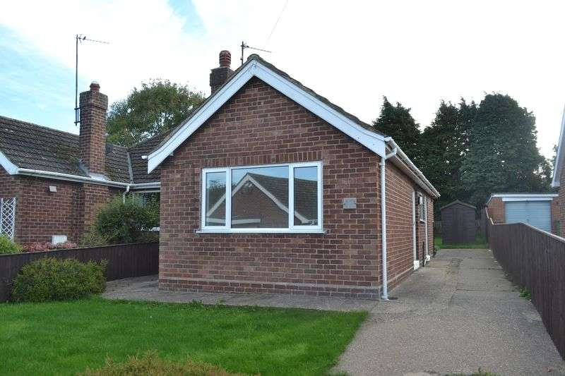 2 Bedrooms Semi Detached Bungalow for sale in Mayfair Crescent, Waltham