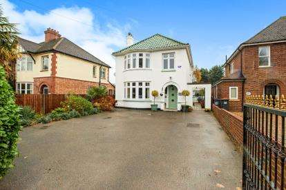 3 Bedrooms Detached House for sale in Goldington Road, Bedford, Bedfordshire