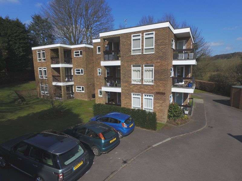 3 Bedrooms Flat for sale in Watlington Court, Great Missenden