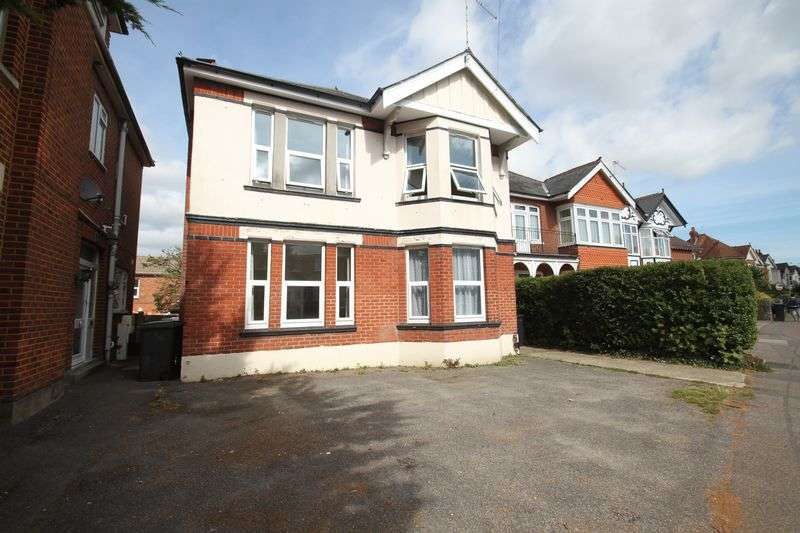 6 Bedrooms Detached House for rent in Talbot Road, Winton