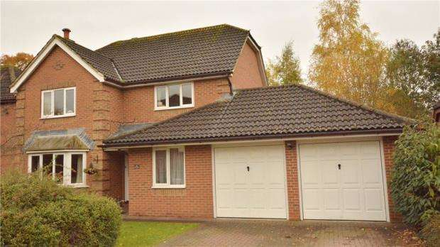 4 Bedrooms Detached House for sale in Gatley Drive, Guildford, Surrey