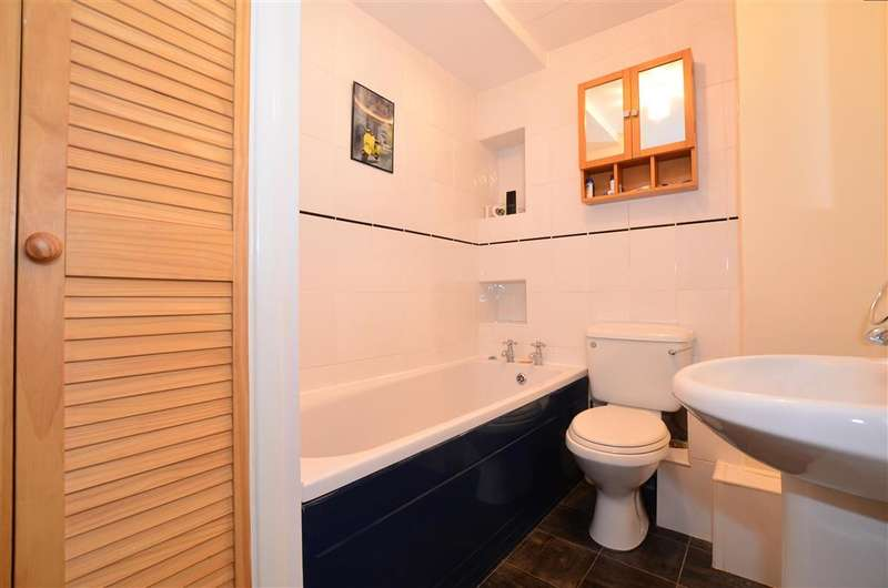 2 Bedrooms Semi Detached House for sale in The Street, Detling, Maidstone, Kent