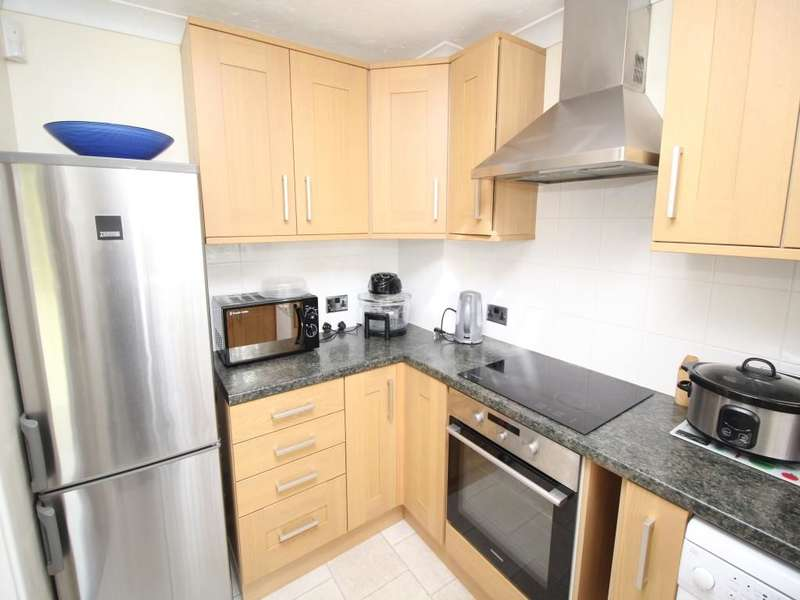 3 Bedrooms Semi Detached House for sale in Milton Gardens, Staines-Upon-Thames, TW19