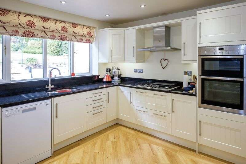 3 Bedrooms Detached House for sale in Torvale Road, Wightwick, Wolverhampton