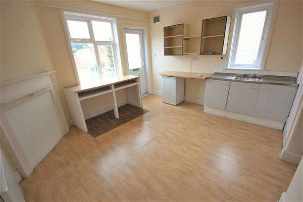 3 Bedrooms Apartment Flat for sale in Tuckton Road, Bournemouth