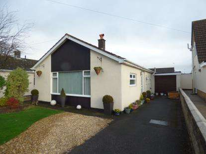 2 Bedrooms Bungalow for sale in Ffordd Pennant, Mold, Flintshire, CH7