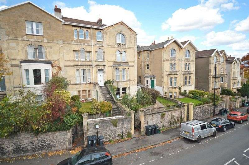 2 Bedrooms Flat for sale in Garden Flat, Redland Road, Redland, Bristol, BS6 6XX