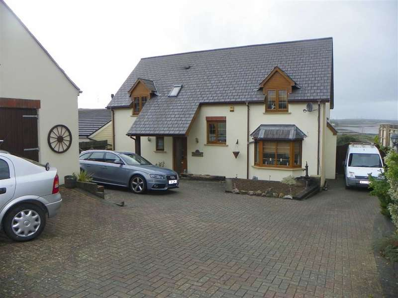 3 Bedrooms Detached House for sale in Long Mains, Monkton, Pembroke