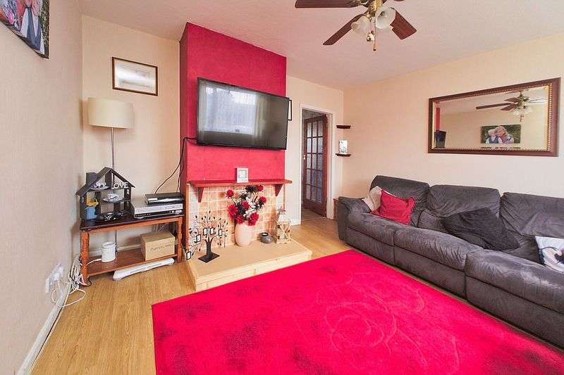 3 Bedrooms Semi Detached House for sale in Orchard Way, Bognor Regis, PO22