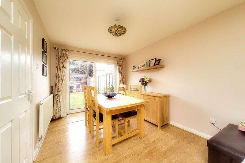 3 Bedrooms Terraced House for sale in Bucknor Close, Nyetimber PO21