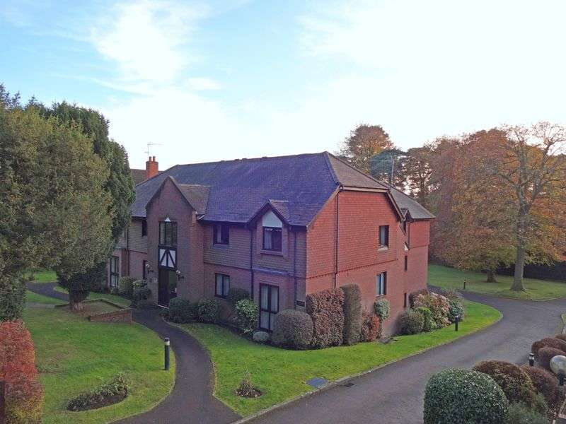 2 Bedrooms Flat for sale in Crossways Road, Grayshott