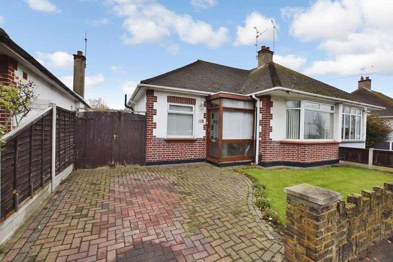 2 Bedrooms Semi Detached Bungalow for sale in Prince Avenue, Westcliff-On-Sea