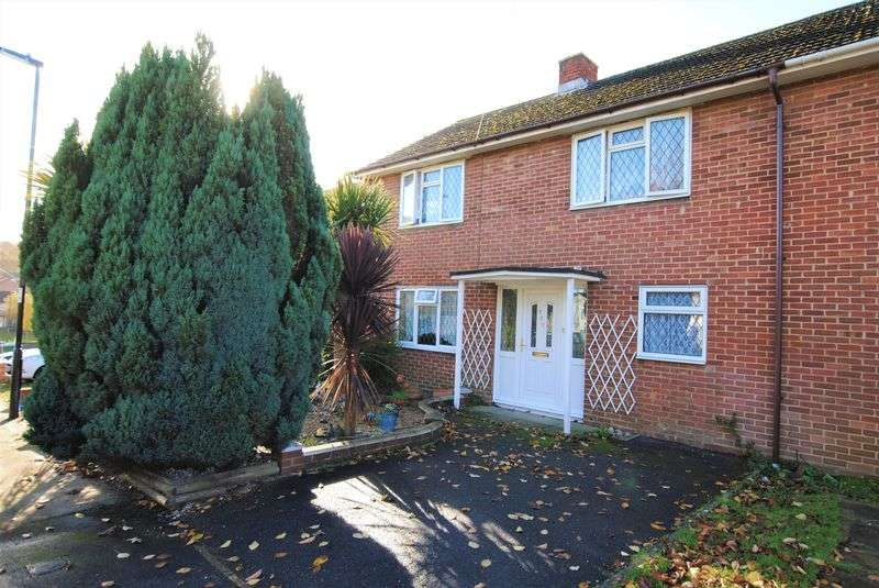 4 Bedrooms Semi Detached House for sale in Hinkler Road, Thornhill