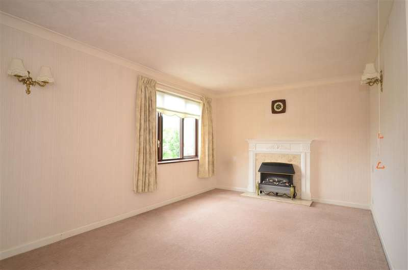 2 Bedrooms Apartment Flat for sale in Station Road, Pulborough, West Sussex