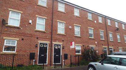 4 Bedrooms Terraced House for sale in Bowfell Close, Worsley, Manchester, Greater Manchester