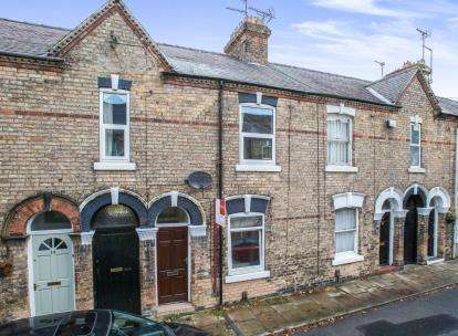 2 Bedrooms Terraced House for sale in Abbey Street, York