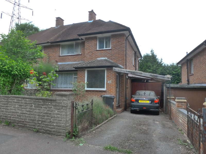 3 Bedrooms Semi Detached House for sale in Edgecoombe, Monks Hill, South Croydon, CR2 8AA