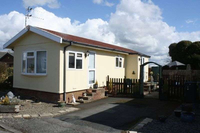 2 Bedrooms Bungalow for sale in 1 Sea View Park, Bank Lane, Warton, Lancashire, PR4 1TD