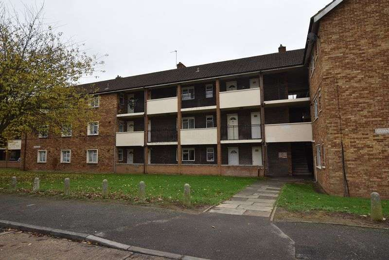 2 Bedrooms Flat for sale in Croyde Avenue, Hayes