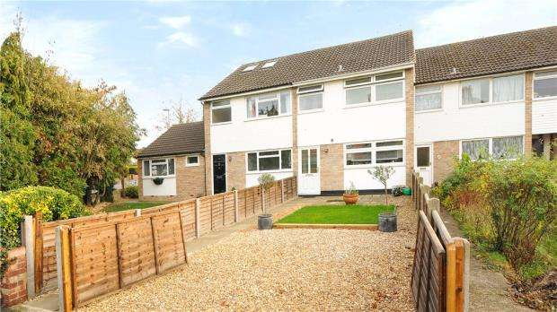3 Bedrooms Terraced House for sale in Greenlake Terrace, Laleham Road, Staines-upon-Thames