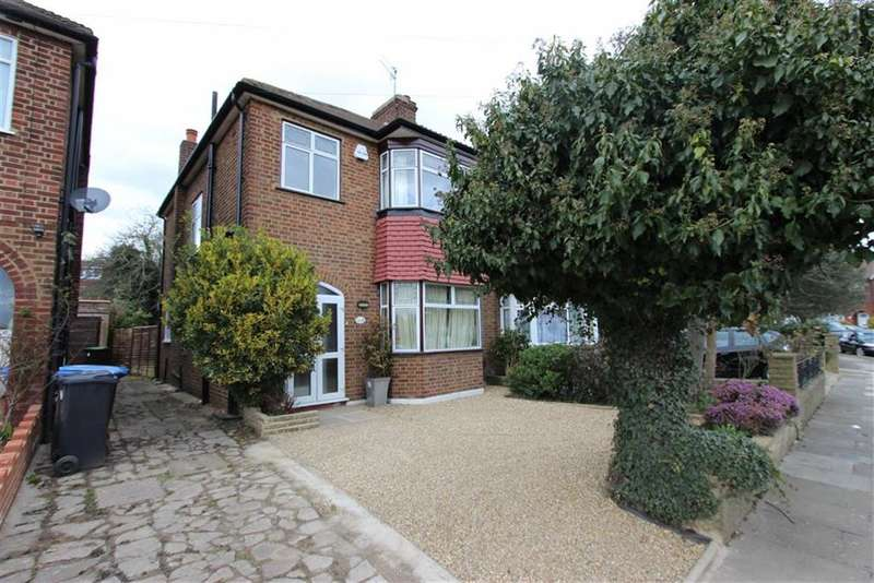 3 Bedrooms Property for sale in Delhi Road, Bush Hill Park, Middlesex