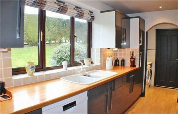 3 Bedrooms Detached Bungalow for sale in Hazel Grove, Bacup, Lancashire
