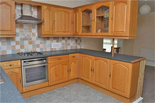 3 Bedrooms Detached Bungalow for sale in Glanymor Road, Goodwick, Pembrokeshire