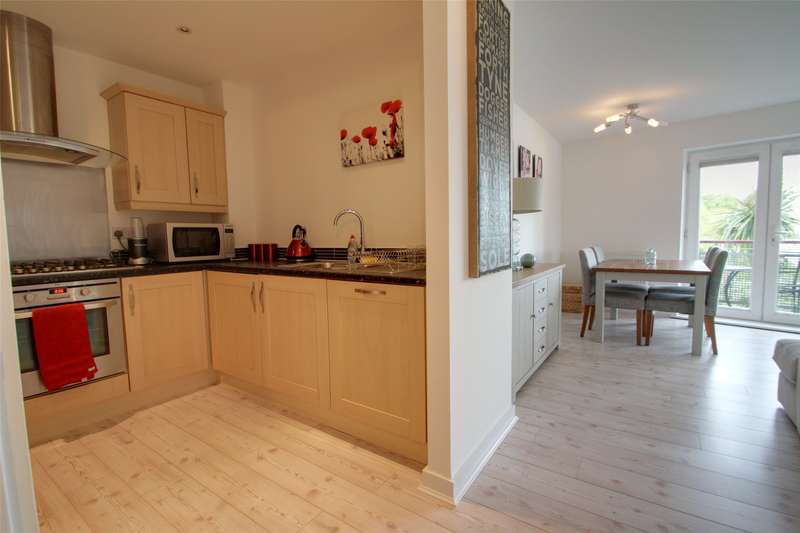 2 Bedrooms Apartment Flat for sale in Chertsey House, Bridge Wharf, Chertsey, Surrey, KT16