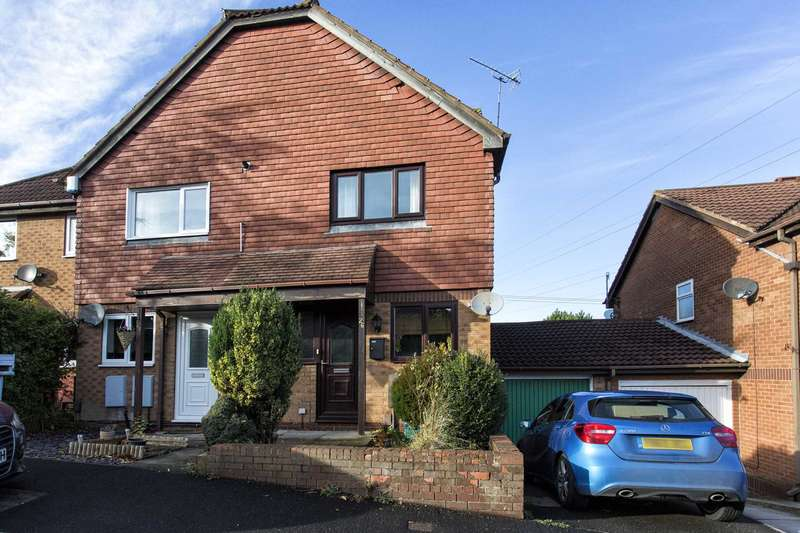 2 Bedrooms Town House for sale in 26 Ibbetson Road, Churwell, Morley, LS27 7UN.