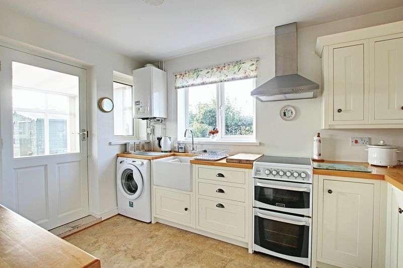 2 Bedrooms Semi Detached Bungalow for sale in Main Road, Burton Pidsea