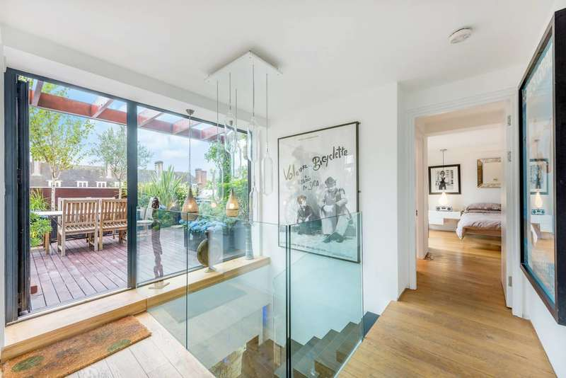 3 Bedrooms Flat for sale in York Way, Camden, N7