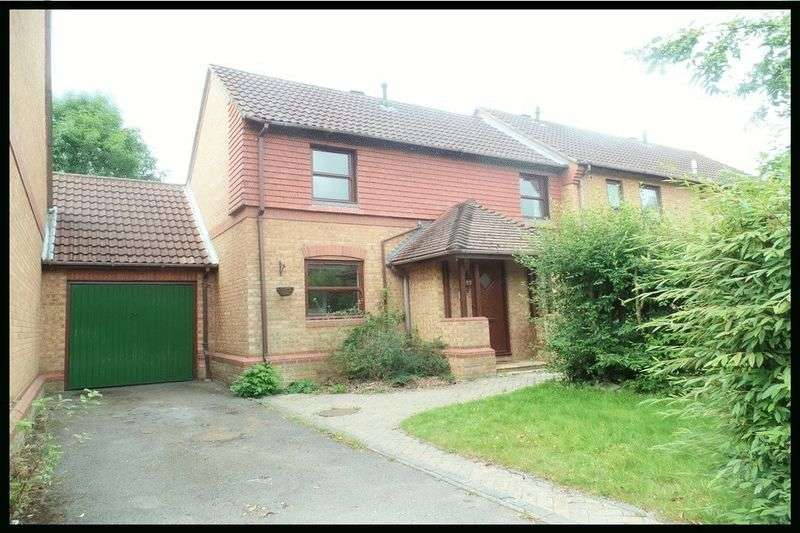 3 Bedrooms Semi Detached House for sale in Surrey Close, Ashurst Bridge