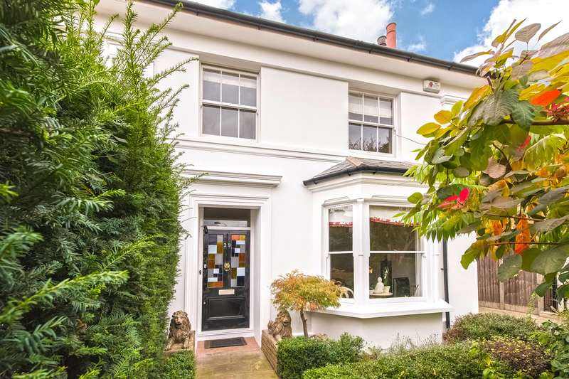 3 Bedrooms Semi Detached House for sale in Ravenscourt Gardens, London, W6