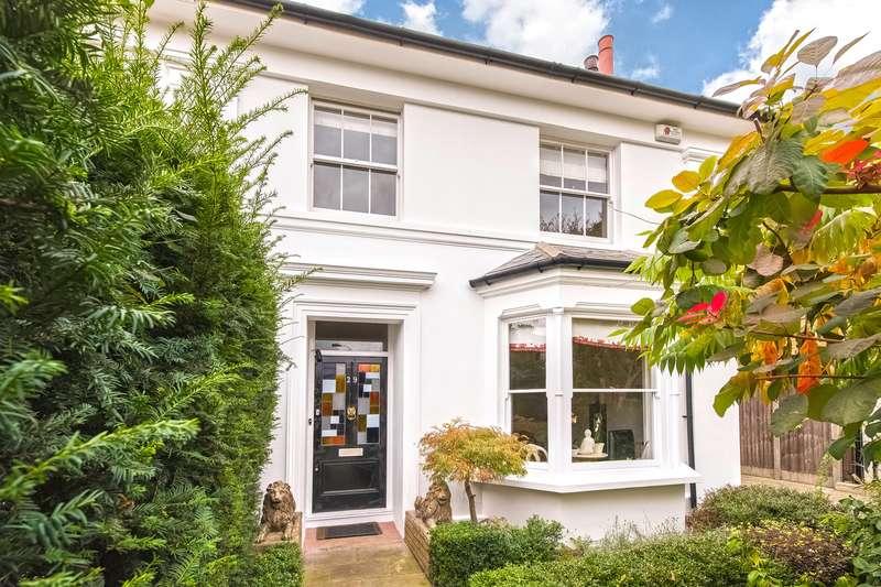 3 Bedrooms Semi Detached House for sale in Ravenscourt Gardens, London, W6