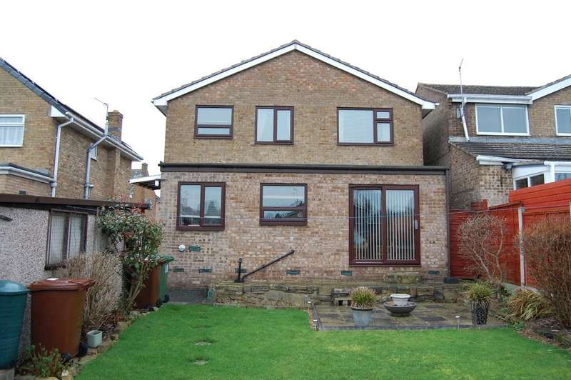 3 Bedrooms Detached House for sale in Springhill Avenue, Crofton, Wakefield