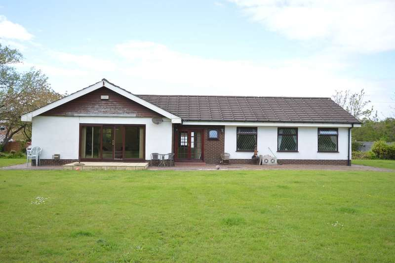 3 Bedrooms Detached Bungalow for sale in New Hall Avenue, Blackpool