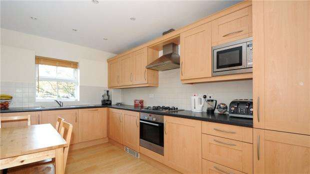 2 Bedrooms Apartment Flat for sale in St. Francis Close, Crowthorne, Berkshire