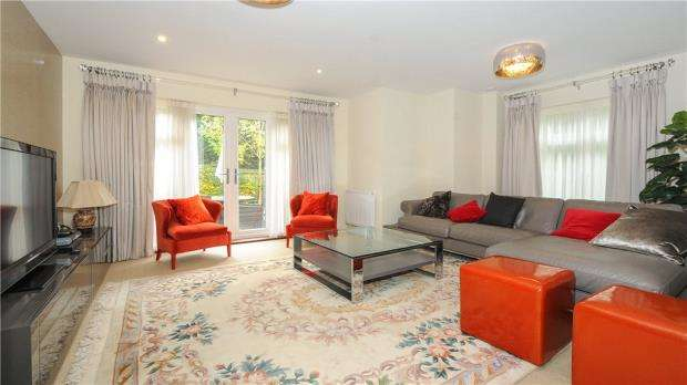 3 Bedrooms Apartment Flat for sale in Villiers House, London Road, Sunningdale