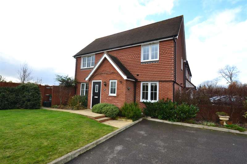 3 Bedrooms Property for sale in Field Bank, Horley