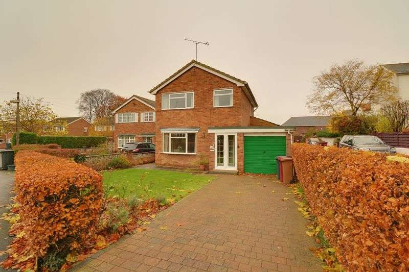 3 Bedrooms Detached House for sale in St. Clares Walk, Brigg
