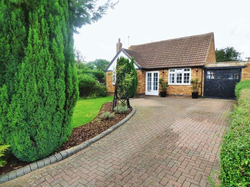 2 Bedrooms Detached Bungalow for sale in High View, Northampton