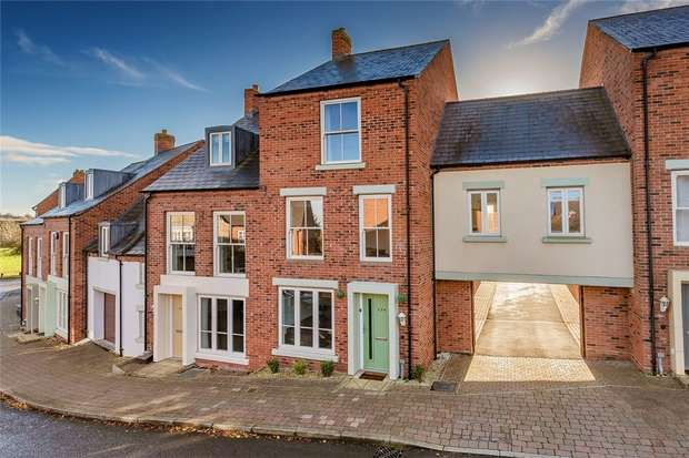 5 Bedrooms Town House for sale in 124 Village Drive, Lawley Village, Telford, Shropshire