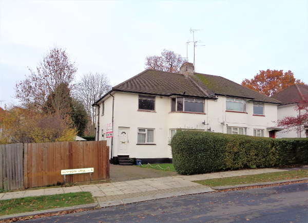 2 Bedrooms Maisonette Flat for sale in Westmere Drive, Mill Hill, NW7